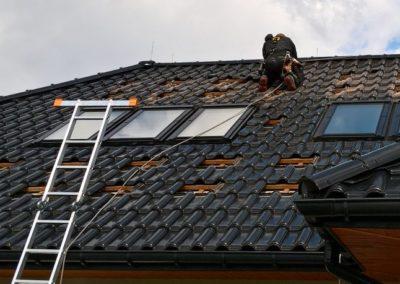 dopasowywanie dachówki pod konstrukcję fotowoltaiczną