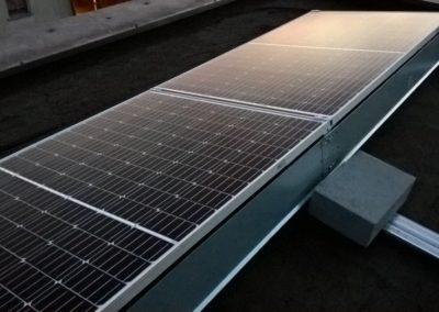 panele fotowoltaiczne na konstrukcji balastowej
