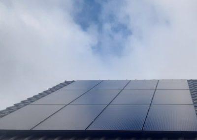 pierwsze panele fotowoltaiczne na dachu