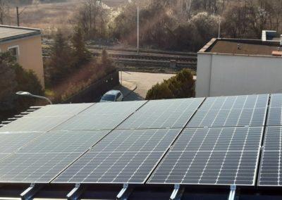 Instalacja fotowoltaiczna na dachu blaszanym z modułami Q.Cells