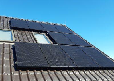 Panele fotowoltaiczne JA Solar na dachu optymalizacja SolarEdge