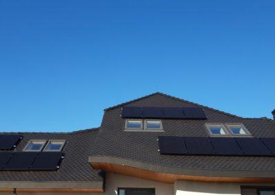 panele fotowoltaiczne dach z karpiówka SolarEdge cała zachodnia strona