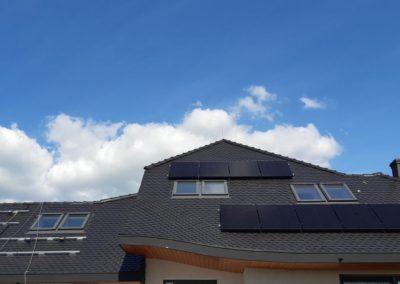 panele fotowoltaiczne dach z karpiówka zachodnia strona system SolarEdge