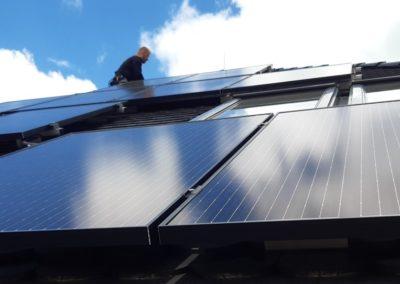 panele słoneczne fotowoltaiczne dach z karpiówką falownik SolarEdge