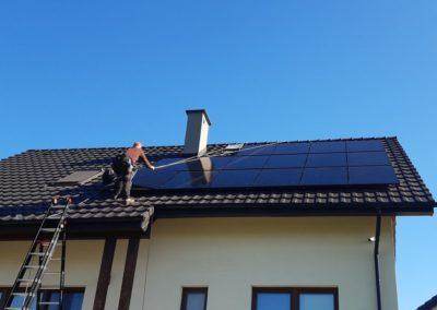 montaz paneli fotowoltaicznych Q.PEAK na dachu