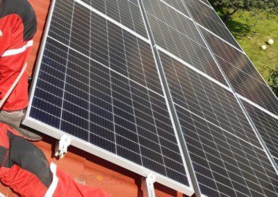 panele fotowoltaiczne na dachu montaz