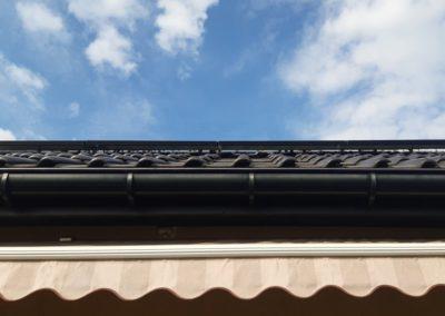 Moduly fotowoltaiczne na dachu zabezpieczenie kabli