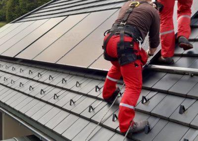 Montaż paneli fotowoltaicznych Bruk-Bet Solar z mikroinwerterami Enphase IQ7