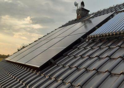 Panele fotowoltaiczne na dachu Q.PEAK oraz Huawei