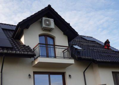 układanie paneli fotowoltaicznych na dachu Bisolar Energy Kraków