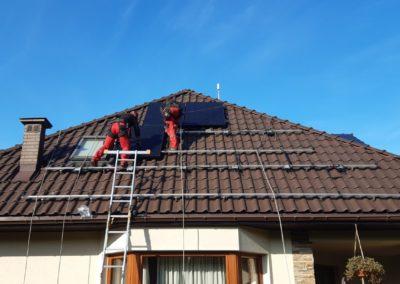 Układanie paneli fotowoltaicznych na dachu Kraków Q.CELLS Bisolar