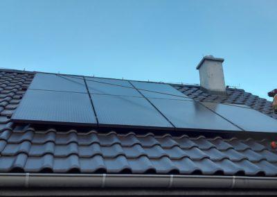 ostatni panel fotowoltaiczny na dachu Bisolar SolarEdge